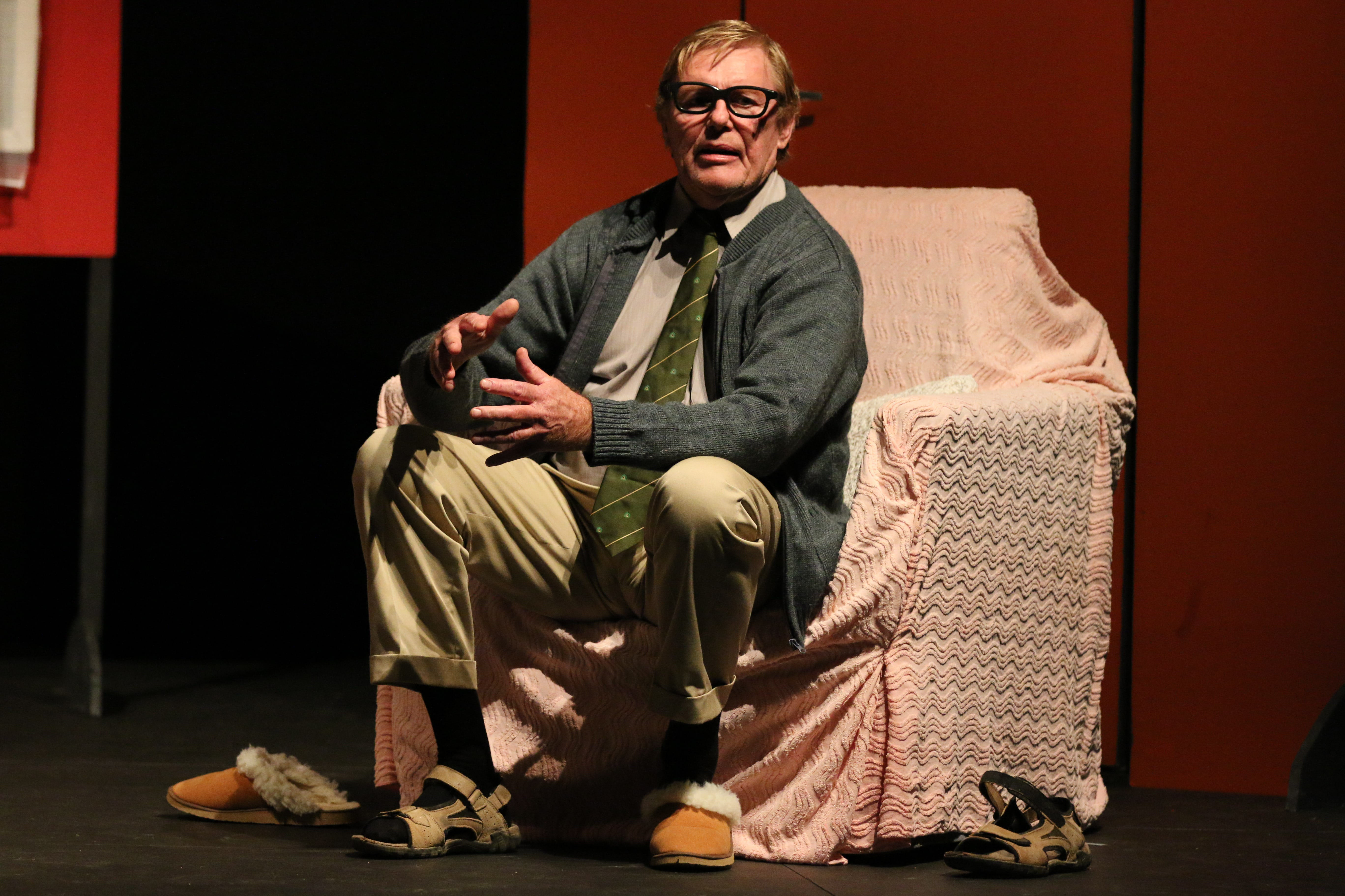 monologue a cream cracker under the 'cream cracker under the settee', written by alan bennett comes from a series of 1980s monologues called 'talking heads' it was written for television so.